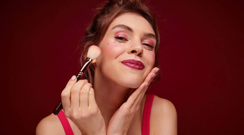 femme-mise-en-beaute-fetes-make-up
