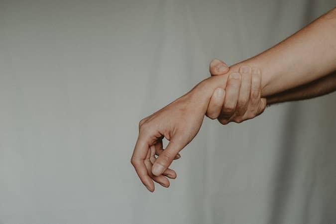 Douleurs TMS poignet canal carpien