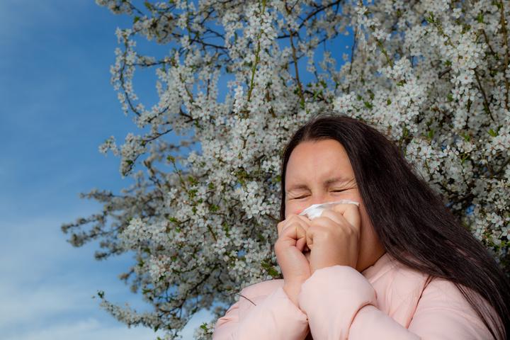 Femme allergique aux pollens 1