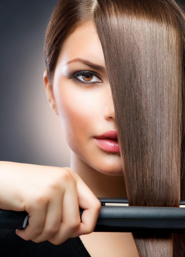 Fer à lisser sur cheveux