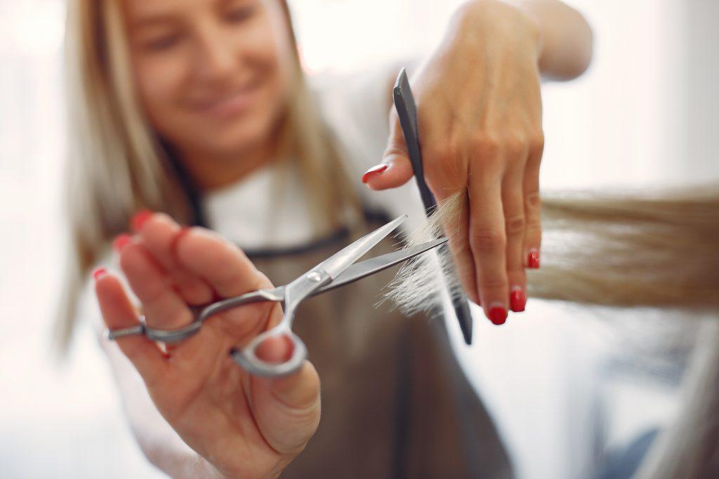 Coupe de cheveux en salon